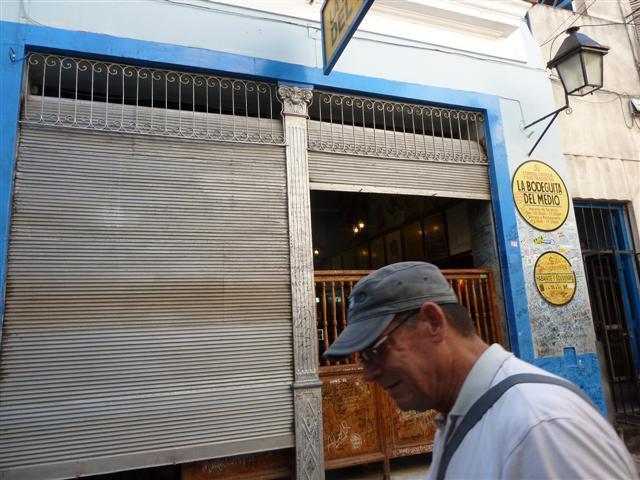 http://www.gandjlawrence.co.uk/photos/cuba/Jane/P1090151.jpg